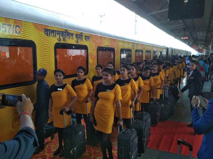 Photo of यात्रीगण कृपया ध्यान दें… धनबाद से नई दिल्ली के बीच चलेगी तेजस एक्सप्रेस, प्लेन जैसी मिलेगी सुविधा