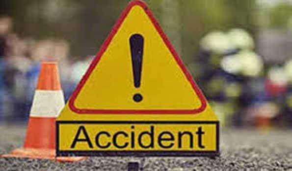 Photo of आंध्र प्रदेश में भीषण सड़क दुर्घटना, इतने लोगों की मौत, अन्य घायल