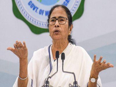 Photo of 'बीजेपी में किया दीदी का अपमान; अब ऐसे नेताओं को टीएमसी बुलाकर ममता कर रहीं अपना नुकसान'