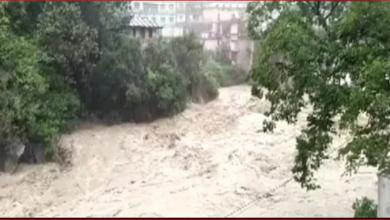 Photo of उत्तराखंड में नदियां हुईं खतरनाक, अलकनंदा में डूबे गढ़वाल के इलाके