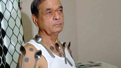 Photo of नासिक के बुजुर्ग का दावा, कोरोना वैक्सीन लगवाने के बाद शरीर बन गया चुंबक