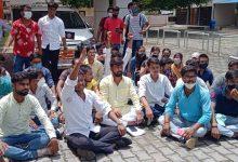 Photo of गोरखपुर – होम एग्जामिनेशन कराने के छात्रों ने दिया धरना