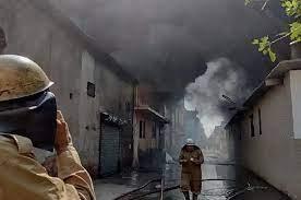 Photo of दिल्ली के उद्योग नगर में जूता फैक्ट्री में लगी भीषण आग, 6 मजदूर 'लापता'