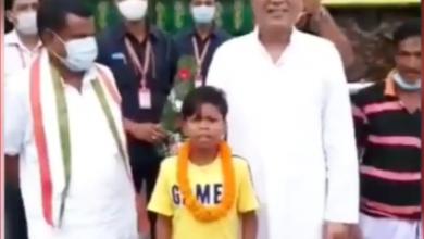 Photo of 'बचपन का प्यार' गाने वाले बच्चे के साथ एंजॉय करते दिखे CM भूपेश बघेल, वीडियो हुआ वायरल