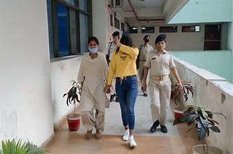 Photo of रिश्तेदारों को रौब दिखाने बनी फर्जी IAS:कटनी की मोनिका रांची से गिरफ्तार,