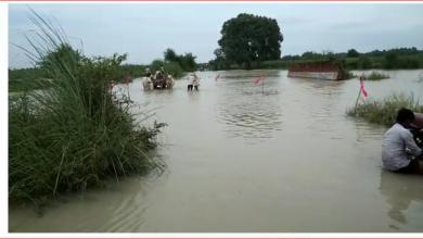 Photo of गंगा खतरे के निशान से केबल 20 सेंटीमीटर दूर, बाढ़ से सैकड़ों गांव जलमग्न मचा हाहाकार