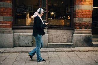 Photo of लड़की के मोबाइल पर आया मैसेज, 'कुत्ते के पट्टे पर मिला आपका नंबर'