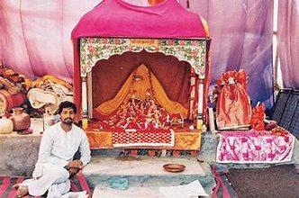 Photo of अयोध्या में 500 साल बाद रामलला चांदी के पालने में झूलेंगे, गर्भगृह भी सोने से बनाने की मांग उठी; पढ़िए मंदिर का कितना काम पूरा हुआ