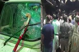 Photo of दुर्गा विसर्जन से लौट रहे लोगों पर बम से हमला, वाहनों में की गई तोड़फोड़