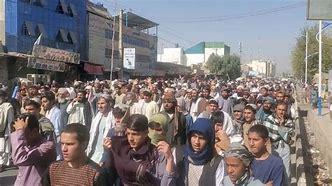 Photo of अफगानिस्तान में सैकड़ों डॉक्टरों ने वेतन के लिए किया प्रदर्शन